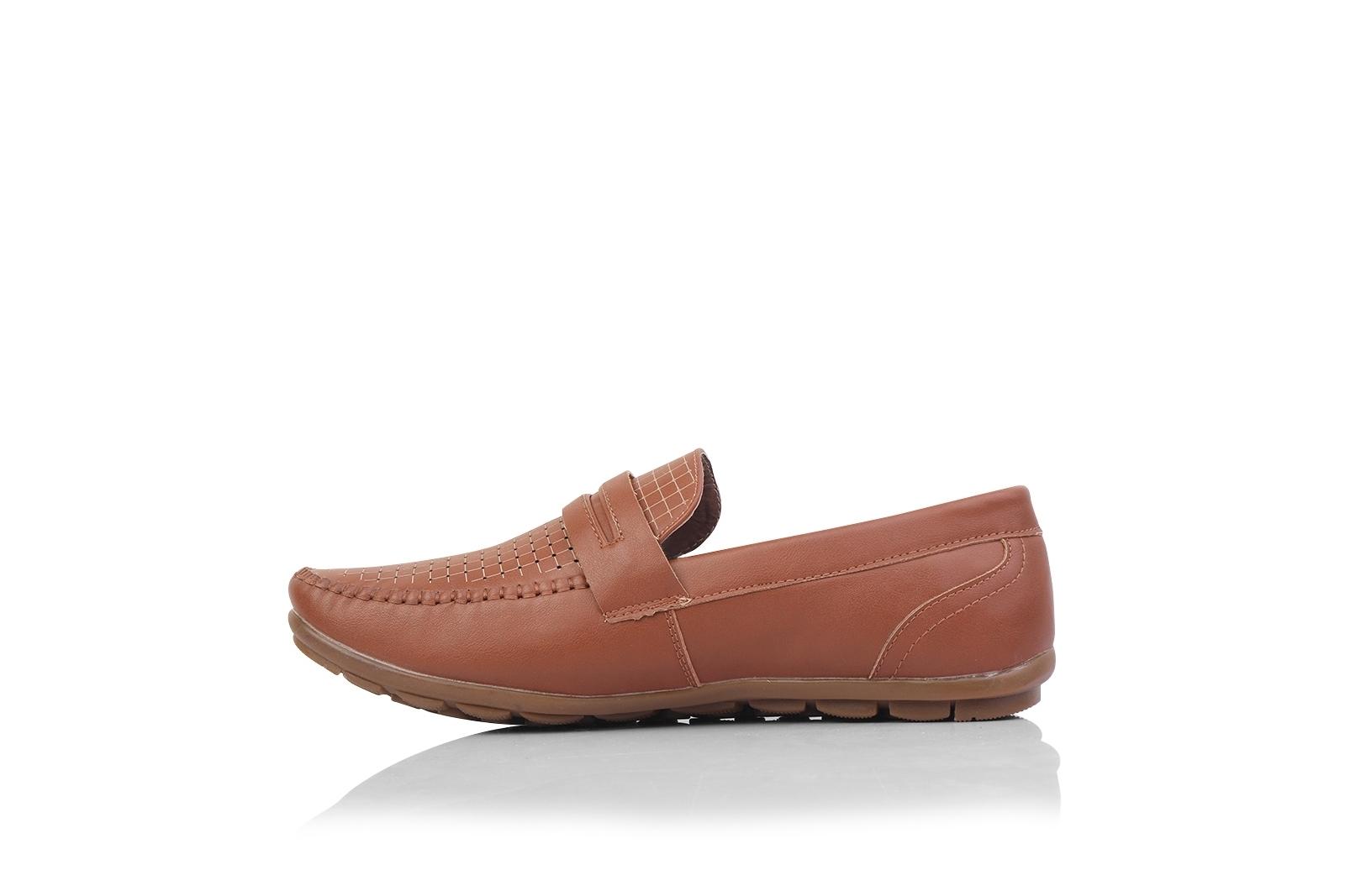 الصورة: حذاء (كندرة) بنى