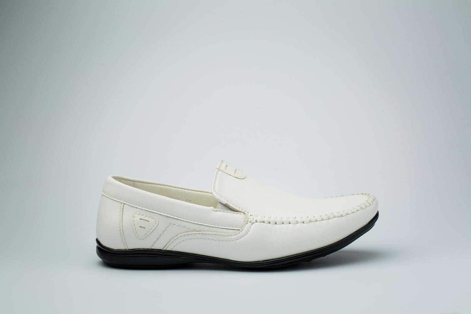 الصورة: حذاء (كندرة) كريمى